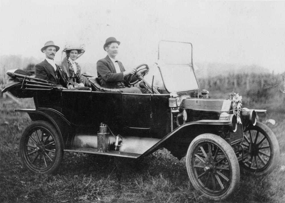 StateLibQld_2_179851_1913_Model_T_Ford_takes_a_couple_off_on_their_honeymoon,_1913